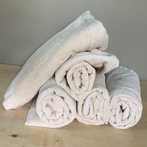 5 Tan Bath Towels